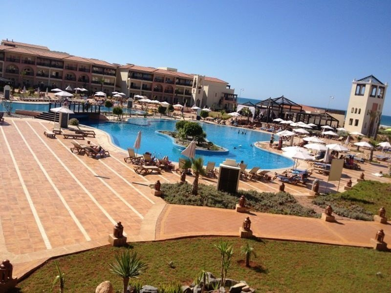 Piscina principal del hotel Be live Saidia